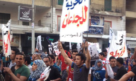 "protesters march to Presidential Palace banner reads ""Freedom for the brave"" (Photo: Mariam Rizk via Ahram Online)"